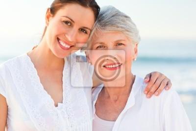 Lächelnd Tochter mit ihrer Mutter