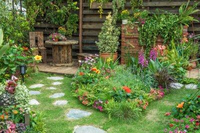 Bild Landscaped backyard flower garden of residential house