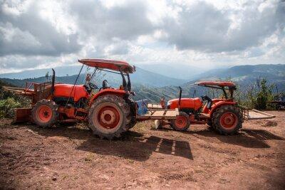 Bild Landwirt mit Traktor-Sämaschinen
