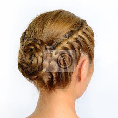 Bild langen Zopf kreative braune Haare Stil isoliert auf weißem, dahinter