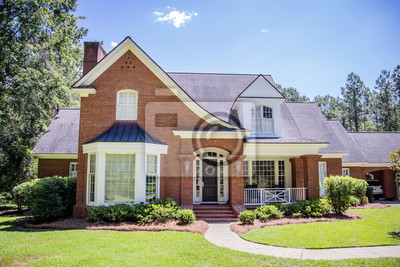 Bild Large Red Brick Traditional Colonial Home House on a large Wooded lot in the south