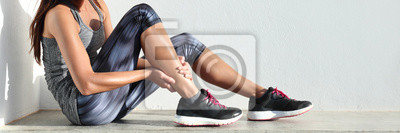Bild Laufende Sportverletzungs-Beinschmerz - Läuferfrauenläufer, der schmerzhaften verstauchten Knöchelmuskel hält verletzt. Weiblicher Athlet mit Gelenk oder Muskelkater und Problem Gefühl Schmerzen Banne