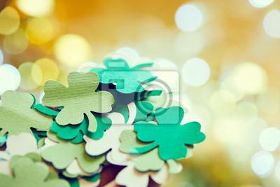 Bild  leaf of clover shape cut from paper