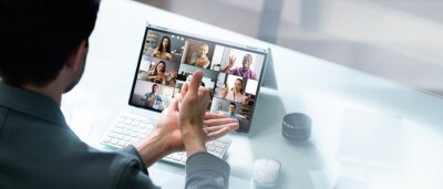 Bild Learning Disabled Deaf Sign Language In Video Conference