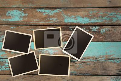 Bild Leere alten Instant Papier Fotoalbum auf Holztisch - leere Bilderrahmen Vintage und Retro-Stil