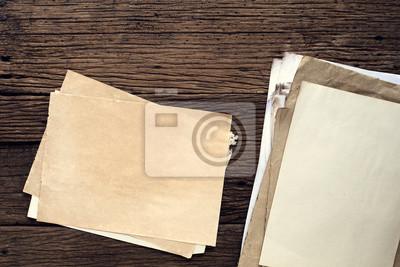 Bild Leere altes Papier auf Holztisch - Jahrgang Hintergrund