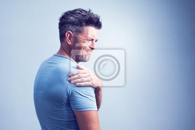Bild Leute-, Gesundheitswesen- und Problemkonzept - unglücklicher Mann, der zu Hause unter Nacken- oder Schulterschmerzen leidet