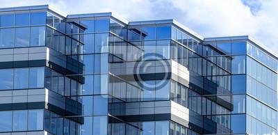 Bild Linien, Glas und Reflexionen moderner Architektur. Glas getäfelten Gebäude der neuen Bürofläche in Moncton, New Brunswick. Neue Gewerbeimmobilien in der Stadt.