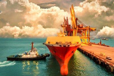 Bild Logistik und Transport des internationalen Behälter-Frachtschiffs mit Hafenkranbrücke im Hafen- und Abendhimmel für logistischen Import exportieren Hintergrund- und Transportindustrie.