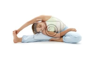 lovely girl praktiziert Ashtanga Yoga über weißem