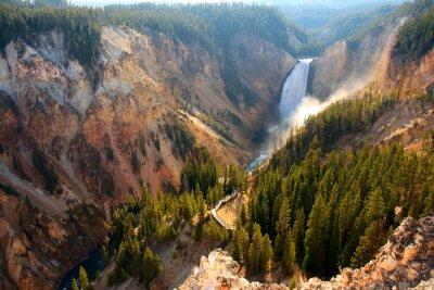 Bild Lower Falls - Sonnenlicht beleuchtet das Spray wie der Yellowstone River Crashs über die Lower Falls im Yellowstone Grand Canyon.