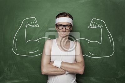 Bild Lustige Sport-Nerd mit gefälschten Muskel an die Tafel gezeichnet