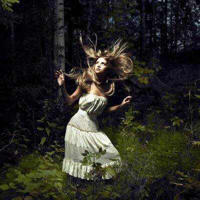 Bild Mädchen im Märchenwald