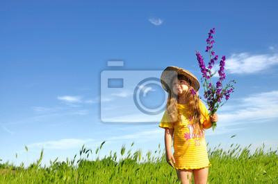 Mädchen in einem Feld