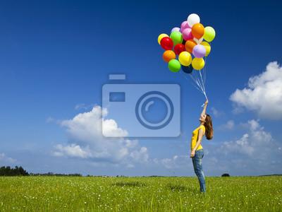 Mädchen mit bunten Luftballons