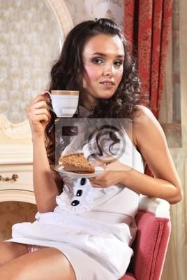 Bild Mädchen mit Stück Kuchen