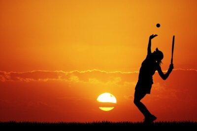 Bild Mädchen spielen Tennis bei Sonnenuntergang