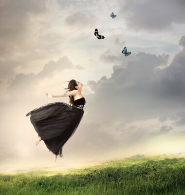 Mädchen-Springen in der Luft