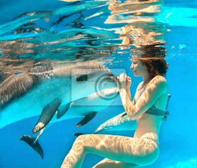 Mädchen und Delfin