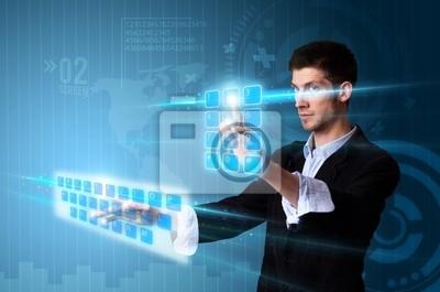 Man Drücken modernen Touch-Screen -Tasten mit einem blauen Technologie