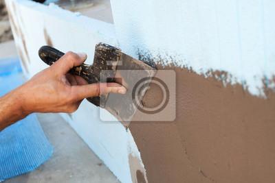 Man hand mit kelle verputzen einer wand leinwandbilder • bilder in ...