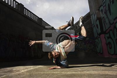 Man tanzt Hip-Hop in der Stadt