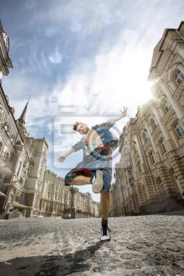 Man tanzt Hip-Hop in der Straße