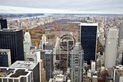 Manhattan Gebäude und dem Central Park im Herbst.