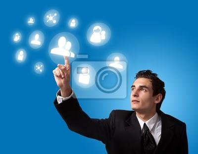 Bild Mann Drücken einer Taste Touchscreen