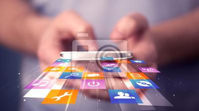 Mann mit Smartphone mit bunten Anwendung Symbole
