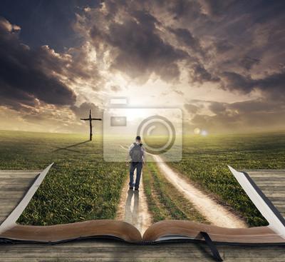Mann zu Fuß auf Bibel