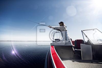 Männer auf dem Boot fischen
