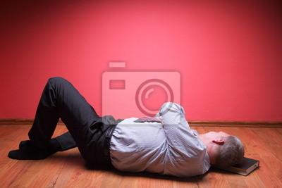 Bild Männer liegen in den Boden