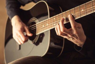 Bild Männer spielen Gitarre close-up shot