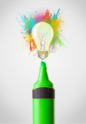 Bild Marker close-up mit farbigen Spritzer Farbe und Glühbirne