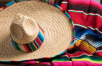 Bild Mexican Sobrero and Serape blanket on yellow background with cop