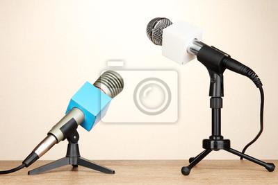 Bild Mikrofon steht auf Zimmer Tabelle treffen