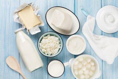 Bild Milchprodukte. Saure Sahne, Milch, Käse, Eier, Joghurt und Butter