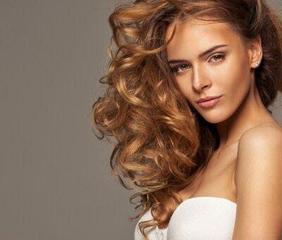 Bild Mode-Foto der blonden Schönheit mit natürlichen Make-up