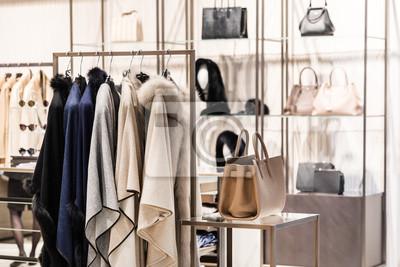 Bild Mode Luxus Eleganz Kleidung im Shop