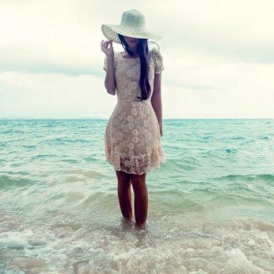 Bild Mode-Porträt eines Mädchens auf dem Meer