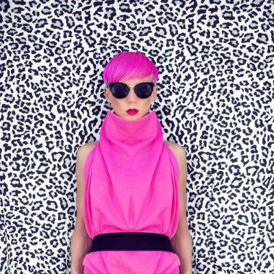 Bild Mode-Porträt von Mädchen mit trendigen Frisur
