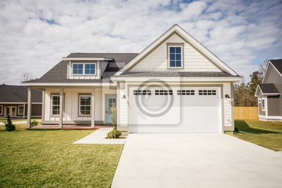 Bild Modern new Construction White Siding Cottage House for Sale in Suburbs with Turquoise Door