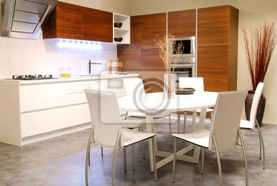 Moderne Küche mit weißen Tisch