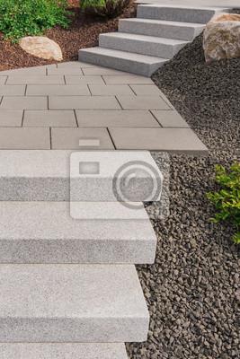 Bild Moderner Vorgarten Als Steingarten Mit Außentreppe Aus Granit,  Bodenplatten Aus Beton Und Steingranulat
