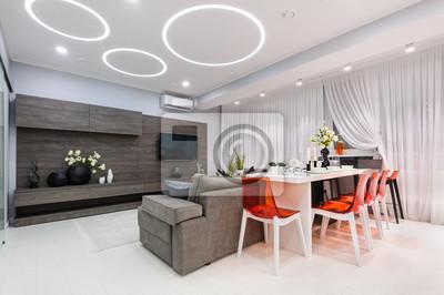 Bild: Modernes weißes wohnzimmer mit esstisch