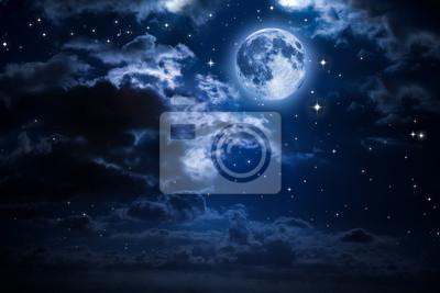 Mond und Wolken in der Nacht