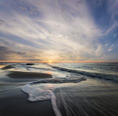 Bild Morski pejzaż, fale rozbijające się o morski brzeg