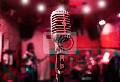 musikalischen Hintergrund mit Musik-Band und Vintage-Mikrofon