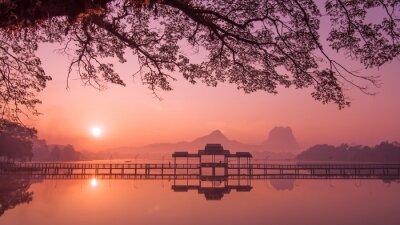 Bild Myanmar (Burma) Hpa Ein See bei Sonnenaufgang. Asiatischen Wahrzeichen und Reiseziel
